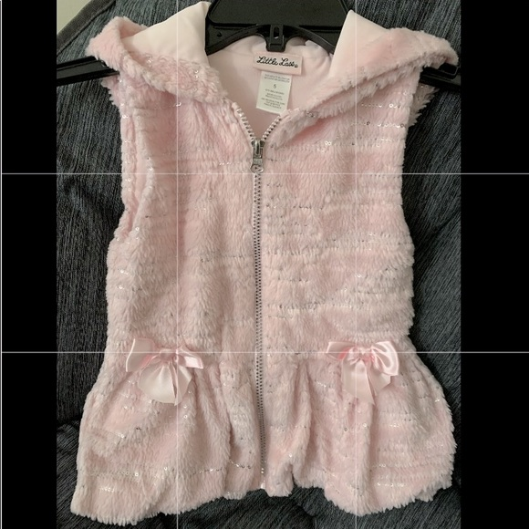 Little girls stylish and cozy zip up vest!~size 5~